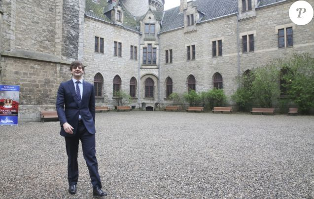 Le prince Ernst August de Hanovre, fils aîné du prince Ernst August de Hanovre, au château de Marienburg le 11 avril 2014. En juillet 2017, le prince épousera en ce château dont il est propriétaire sa compagne la créatrice de mode russe Ekaterina Malysheva.