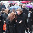 Brigitte, sa femme, soutenue par Childéric aux obsèques de Gérard Blanc, le 2/02/09.