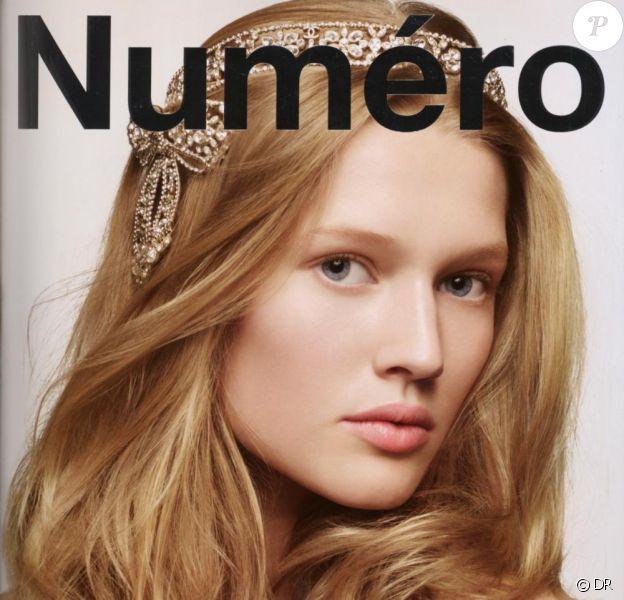 Eva Herzigova pose pour le numéro 100 de Numero