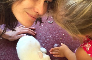 Carla Bruni : Nouvelle vidéo de sa fille Giulia, star d'un spectacle scolaire
