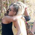 Miley Cyrus est allée déjeuner avec son compagnon Liam Hemsworth, sa soeur Noah et d'autres membres de sa famille à Malibu, le 9 juillet 2017