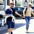 James Corden est allé déjeuner en famille avec sa femme Julia Carey et ses enfants Max et Carey Corden à Los Angeles, le 15 avril 2017