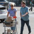 James Corden et sa femme Julia Carey font du shopping chez whole food à Brentwood, le 6 novembre 2016