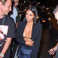 Kim Kardashian, accompagnée de son assistante Stephanie Shepherd, est allée diner avec ses amis Jonathan Cheban et Simon Huck au restaurant Estiatorio Milos à New York, le 10 juillet 2017