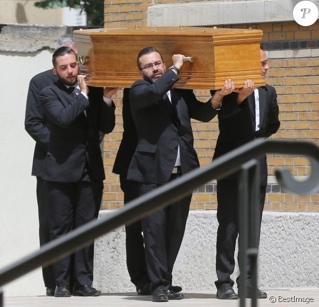 Cercueil de Ludovic Chancel - Obsèques de Ludovic Chancel, le fils de Sheila, en l'église Notre dame d'Eylau à Paris, le 17 juillet 2017. Il a ensuite été enterré au cimetière des Arches à Louveciennes.