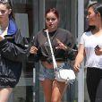 Ariel Winter fait du shopping avec une amie à Weho dans les rues de West Hollywood, le 14 juillet 2017