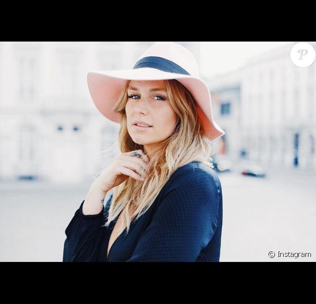 Aurélie Van Daelen. L'ex-candidate de télé-réalité est devenue une influenceuse renommée. Eté 2017.