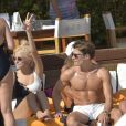 Pixie Lott et son compagnon Oliver Cheshire en vacances avec des amis à Ibiza, le 20 juillet 2017.