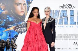 Rihanna : Décolleté compressé devant Cara Delevingne, ravissante, pour Valerian