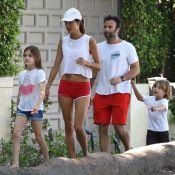 Alessandra Ambrosio : Rentrée de vacances et bichonnée par ses enfants