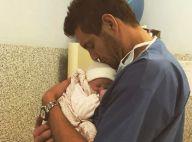 Paul-Henri Mathieu : Pause câlin avec son bébé, au prénom toujours inconnu