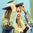 Le 13 juillet 2017, Kesha dévoile le clip de sa chanson Woman sur Youtube.