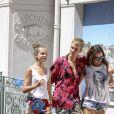 Exclusif - Justin Bieber en vacances avec deux amies à Saint-Jean-Cap-Ferrat le 29 juin 2017.