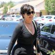Kris Jenner arrive au centre Color Me Mine à Calabasas, le 22 juin 2017.