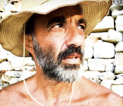 Nikos Aliagas barbu et torse nu : L'animateur plus séduisant que jamais !