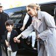 Céline Dion arrive au Bourget avec ses enfants et prend un jet privé, le 10 août 2017.