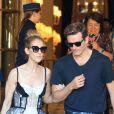 Céline Dion et son danseur Pepe Munoz sortent de l'hôtel Ritz à Paris, le 1er août 2017.