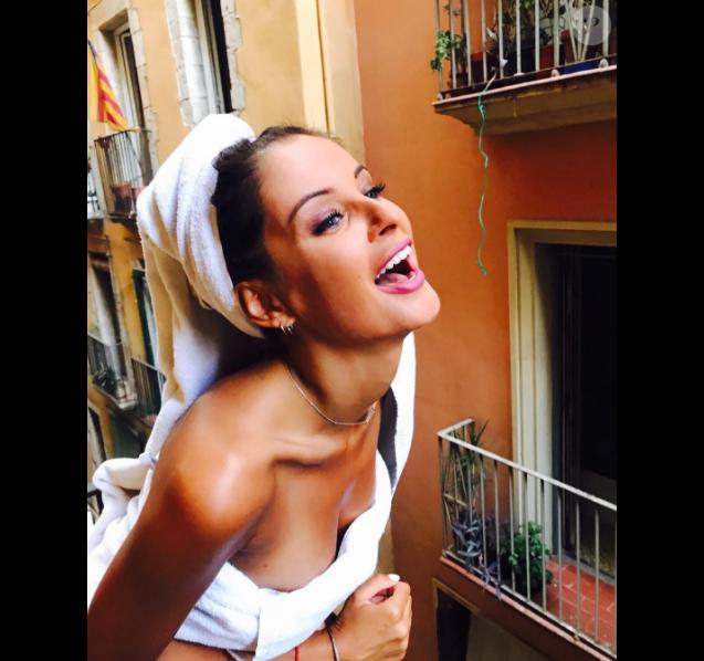 Malika Ménard resplendissante à Barcelone, le 12 août 2017.