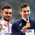Le Français Pierre-Ambroise Bosse champion du monde du 800m lors des Championnats du monde d'athlétisme 2017 au stade olympique de Londres, le 9 août 2017. Adam Kszczot en argent et Kipyegon Bett en bronze.