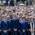 """Le roi Felipe VI d'Espagne a pris part à une minute de silence sur la place de Catalogne à Barcelone le 18 août 2017 au lendemain du double attentat jihadiste qui a fait 14 morts et près de 130 blessés sur La Rambla à Barcelone et à Cambrils. 100 000 personnes étaient rassemblées pour ce moment de recueillement intense qui s'est achevé dans les applaudissements et les cris de """"je n'ai pas peur""""."""