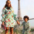Beyoncé à Paris avec sa fille Blue Ivy, toutes les deux en look Gucci. Instagram, le 29 juillet 2016.