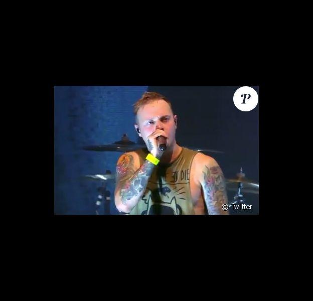 Sam Carter a interrompu le concert de son groupe Architects lors du Lowlands Festival aux Pays-Bas pour dénoncer les agissements d'un spectateur, coupable de gestes inappropriées sur une autre festivalière lors d'un crowdsurfing.