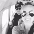Johnny et Laeticia Hallyday dans l'avion privé les menant à  Saint  -  Barthélemy le 28 juillet 2017