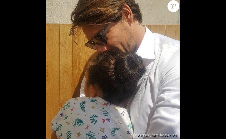 Camille Lacourt pose avec sa fille Jazz à l'occasion de la fête des pères. Photo publiée sur Instagram le 18 juin 2017.