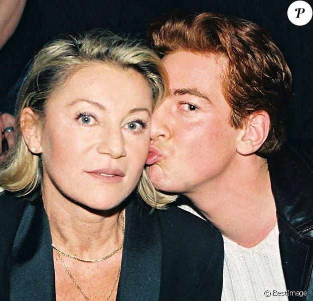 Sheila et son fils Ludovic Chancel à Paris en 1998.