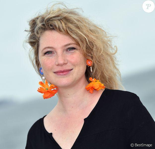 """Cécile Bois, actrice française - Photocall au MIP TV 2016 afin de présenter """"Candice Renoir"""". Le 4 avril 2016 à Cannes. © Bruno Bebert / Bestimage"""