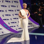 MTV VMA 2017 : Katy Perry, lumineuse pour son défilé de mode !
