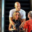 Jeremy Meeks et sa compagne Chloe Green au magasin Topshop/Topman du centre commercial The Grove. West Hollywood, le 21 juillet 2017.
