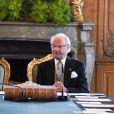Le roi Carl XVI Gustaf de Suède annonçait officiellement la naissance de son petit-fils le prince Gabriel le 4 septembre 2017 devant le cabinet ministériel.
