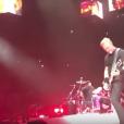 """""""James Hetfield en concert avec Metallica au Ziggo Dome d'Amsterdam le 4 septembre 2017. Le rockeur a été victime d'une lourde chute, heureusement sans gravité, pendant le morceau Now That We're Dead."""""""