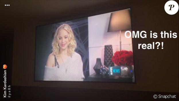 """Kim Kardashian découvrant l'interview de Jennifer Lawrence sur la chaîne E! Entertainment. Dans son entretien, l'actrice a révélé qu'elle avait installé une """"tente Kardashian"""" sur le tournage du film Mother! pour pouvoir se relaxer et regarder les nouveaux épisodes de la célèbre télé-réalité. Septembre 2017."""