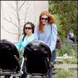 Marcia Cross a reçu un coup de main pour la promenade avec ses filles, papa étant absent.