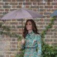 Kate Middleton, duchesse de Cambridge, lors de la visite du Sunken Garden dédié à la mémoire de Lady Diana à Londres le 30 août 2017 au palais de Kensington. Sa dernière apparition avant l'annonce de sa troisième grossesse et sa disparition temporaire de la vie publique pour cause d'hyperémèse gravidique.