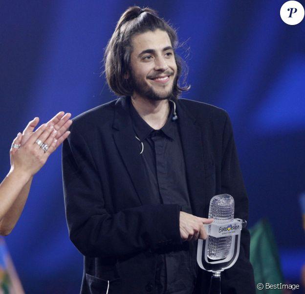 Le portuguais Salvador Sobral remporte la 62ème édition du concours de l'Eurovision 2017 au Centre d'exposition international à Kiev en Ukraine, le 14 mai 2017. © Serg Glovny/Zuma Press/Bestimage