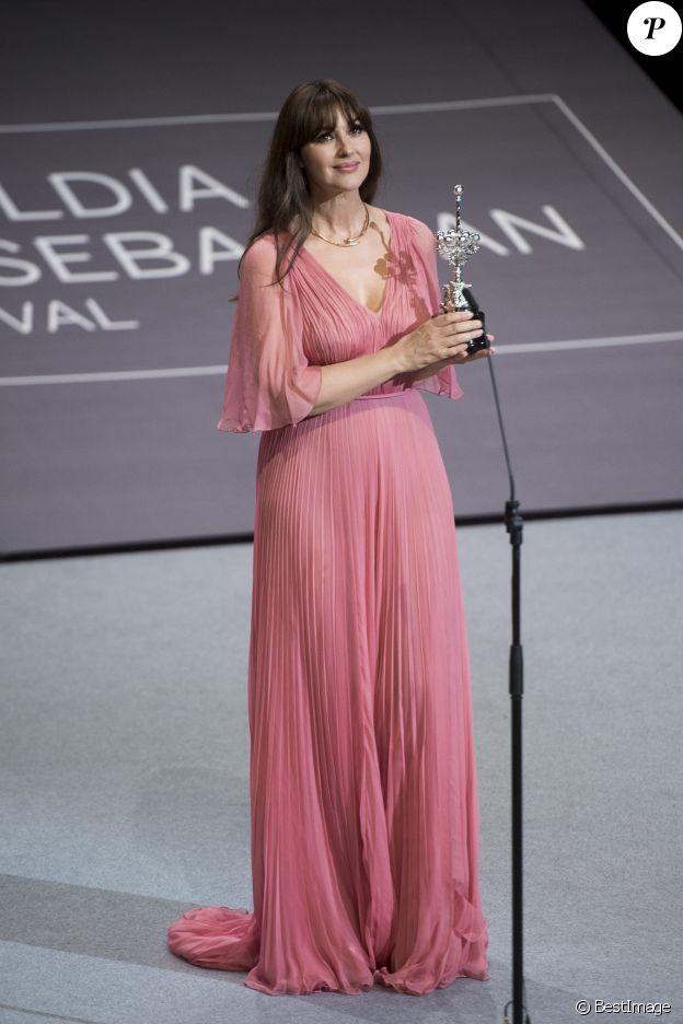"""Monica Bellucci reçoit un """"Lifetime achievement Donostia Award"""" pour saluer l'ensemble de sa carrière au 65ème Festival du Film de Saint-Sébastien, le 27 septembre 2017."""