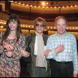 Marie Trintignant avec ses parents Nadine et Jean-Louis au théâtre pour la pièce Poèmes à Lou, en 1999