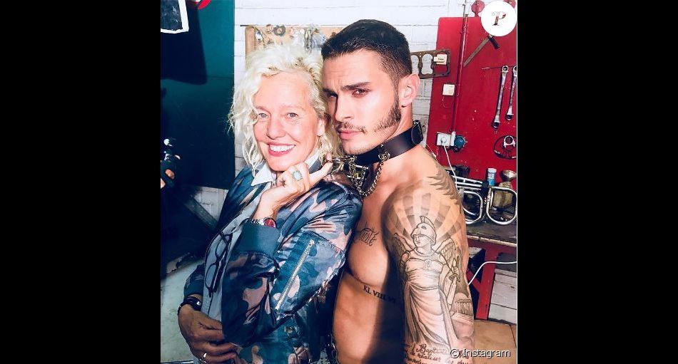 Baptiste Giabiconi dans les coulisses de son shooting avec Ellen von Unwerth. Instagram, octobre 2017