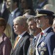 Le roi Felipe VI d'Espagne, Mariano Rajoy, la reine Letizia, Leonor et Sofia - La famille royale espagnole assiste au défilé militaire de la fête nationale à Madrid le 12 octobre 2017.