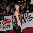Katy Perry à la soirée des Brit Awards, super sexy dans un pantalon en cuir lui collant à la peau et moulant ses formes très attractives...