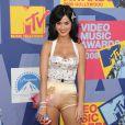 Katy Perry a tenté les escarpins rose métalisé, le mini-short moulant doré et le petit haut mettant sa poitrine en valeur. N'importe qui serait ridicule dans une telle tenue, Katy, elle, est juste une bombe !