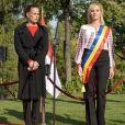 La princesse Stéphanie de Monaco et Gabriela Firea, maire de Bucarest, lors de la cérémonie d'inauguration d'une statue de Rainier III au Parc du Cirque à Bucarest le 4 octobre 2017.