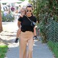 Kourtney Kardashian emmène ses enfants Penelope et Reign au Farmer's Market à Melrose Place à Los Angeles, le 8 octobre 2017.