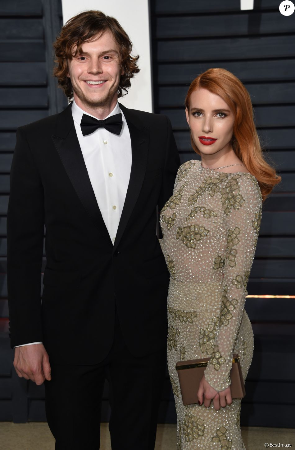 Evan Peters et sa fiancée Emma Roberts - Vanity Fair Oscar viewing party 2017 au Wallis Annenberg Center for the Performing Arts à Beverly Hills, le 26 février 2017. © Chris Delmas/Bestimage