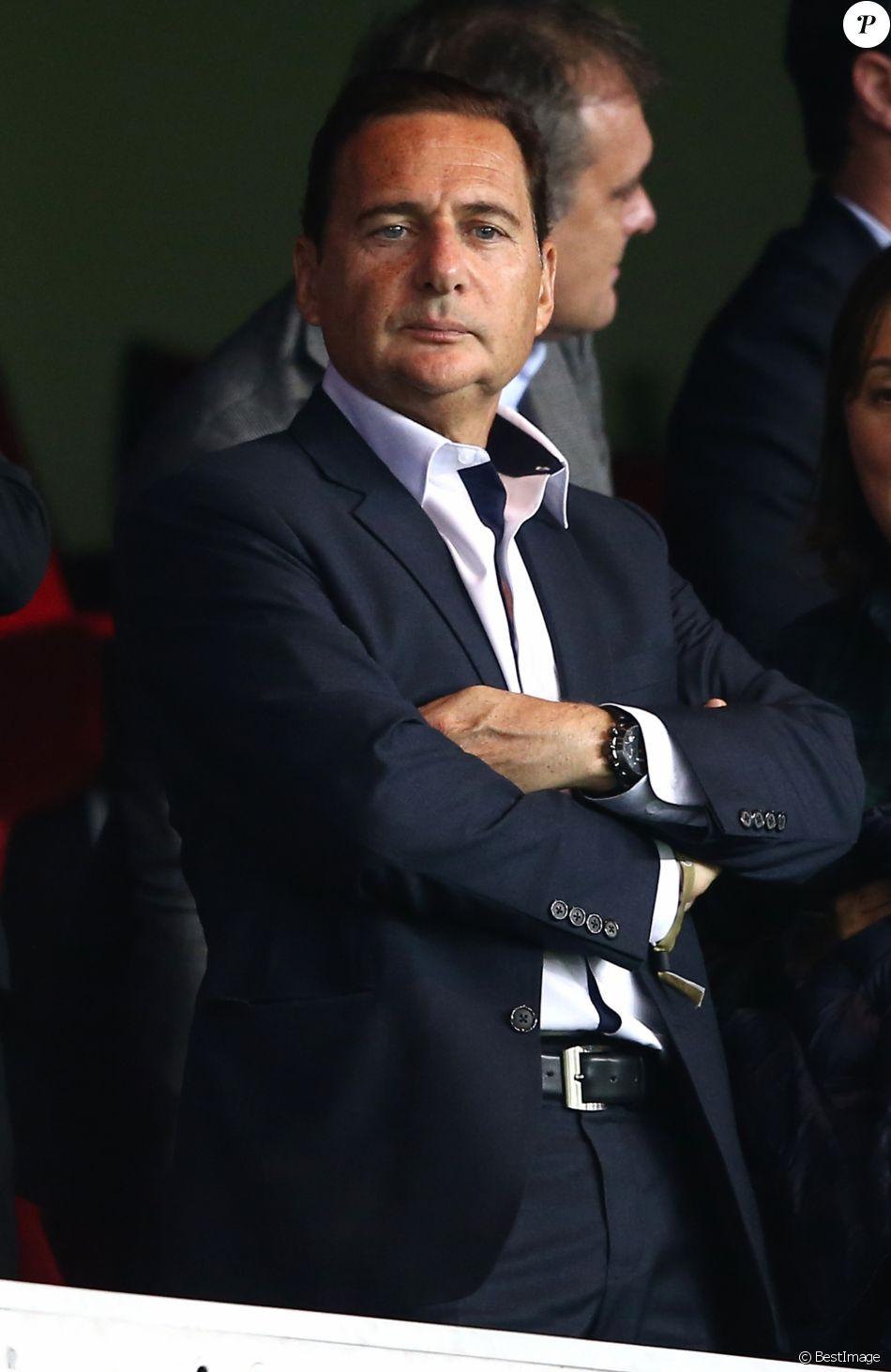 Eric Besson - People assistent au match PSG-Barcelone de la Ligue des Champions 2014 au parc des princes à Paris le 30 septembre 2014.