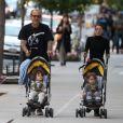 Terry Richardson, sa femme Alex Bolotow et leurs jumeaux Rex et Roman se baladent à New York, le 10 septembre 2017.