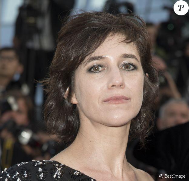 """Charlotte Gainsbourg à la montée des marches du film """"The Meyerowitz Stories"""" lors du 70e Festival International du Film de Cannes, le 21 mai 2017. © Pierre Perusseau/Bestimage"""